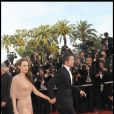 Et le public a pu voir les deux jolies jambes d'Angie hier soir à la montée des marches à Cannes