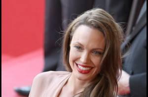 Angelina Jolie, toute en décolletés, fente, transparence... elle a mis le paquet ! Regardez !