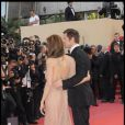 Un dos a moitié nu, Angie a fait son effet hier soir à la montée des marches à Cannes