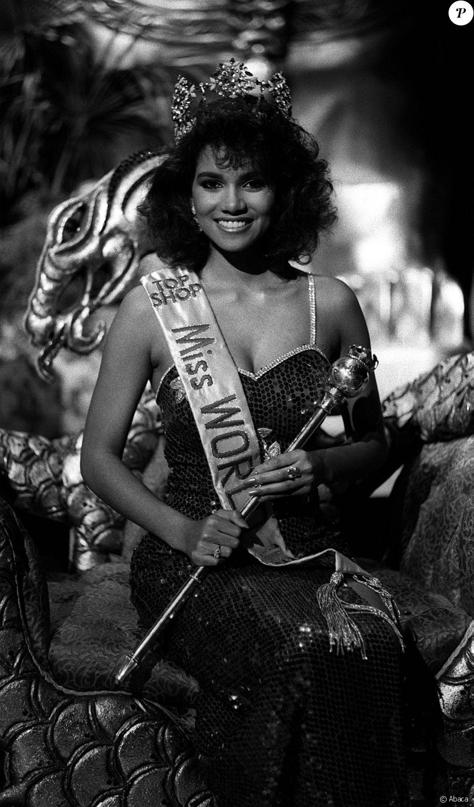 Elue Miss Ohio en 1986 à 20 ans, Halle Berry a représenté les Etats-Unis lors de l'élection de Miss Word. Elle est arrivée sixième du concours international en portant l'écharpe de Miss USA.