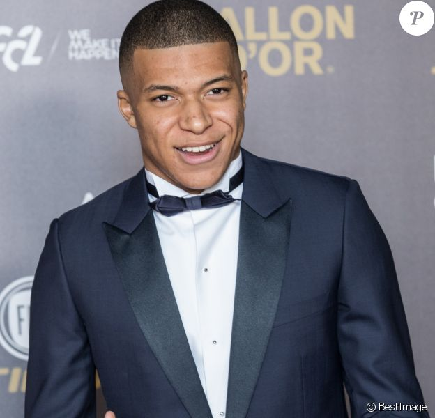 Kylian Mbappé (Paris Saint-Germain Trophée Kopa, recomposant le meilleur joueur de moins de 21 ans) - Tapis rouge de la cérémonie du Ballon d'or France Football 2018 au Grand Palais à Paris, France, le 3 décembre 2018. le Croate L.Modric remporte le trophée 2018. © Cyril Moreau/Bestimage