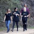 Selena Gomez se promène avec ses amies à Los Angeles le 21 décembre 2018.