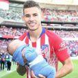 Lucas Hernandez avec son fils Martin après une victoire avec l'Atletico Madrid le 7 octobre 2018.