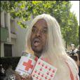 Anthony Kavanagh adore jouer la blonde effarouchée. A côté de lui même Paris Hilton n'a aucune chance ! Plus blonde tu meurs...