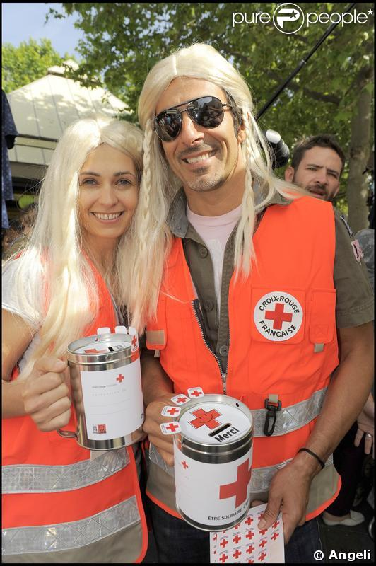 Adeline Blondieau et son homme s'amusent comme des fous. La fête est plus folle... en blondes !
