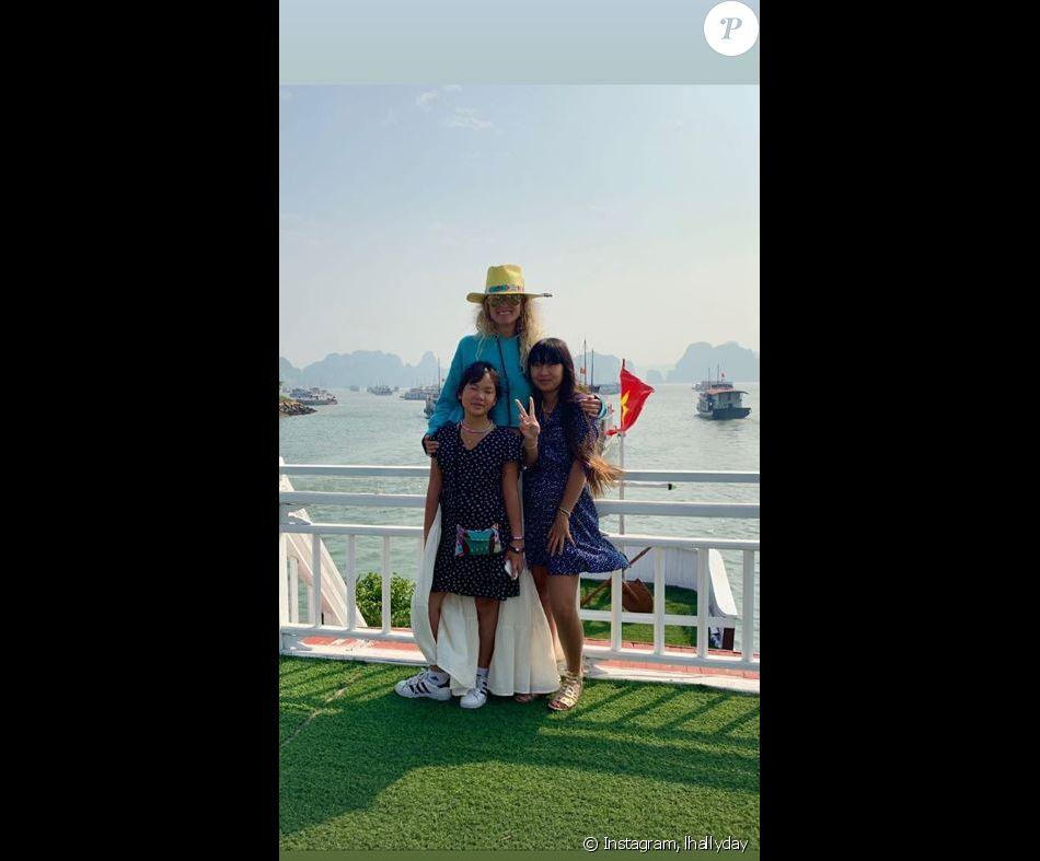 Laeticia Hallyday a visité la Bay d'Halong avec ses filles Jade et Joy, Hélène Darroze et ses filles Charlotte et Quiterie le 24 décembre 2018. Images publiées sur Instagram le 26 décembre 2018.