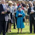 """La reine Elisabeth II d'Angleterre assiste à la compétition équestre """"Dubai Duty Free Springs Trial"""" à Newbury le lendemain de son anniversaire le 22 avril 2017."""