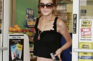 La très mince Lindsay Lohan fait des courses alimentaires... Mais ne remange toujours pas !