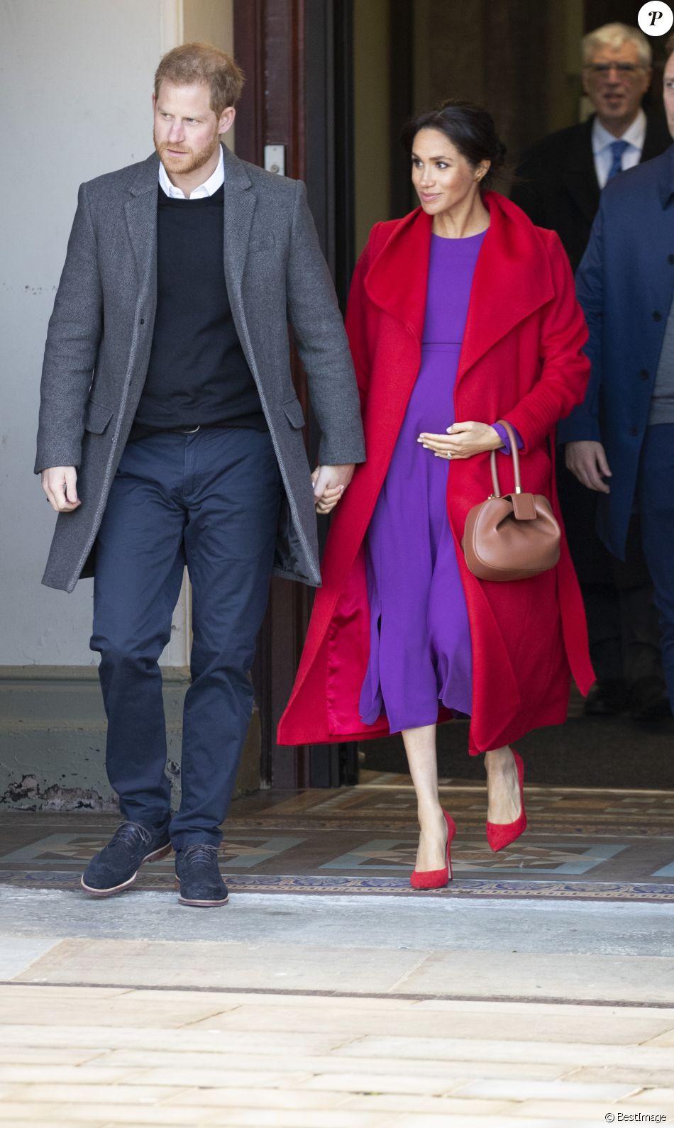 Le prince Harry, duc de Sussex, et Meghan Markle, duchesse de Sussex en visite dans la ville de Birkenhead, ici au square Hamilton le 14 janvier 2019.