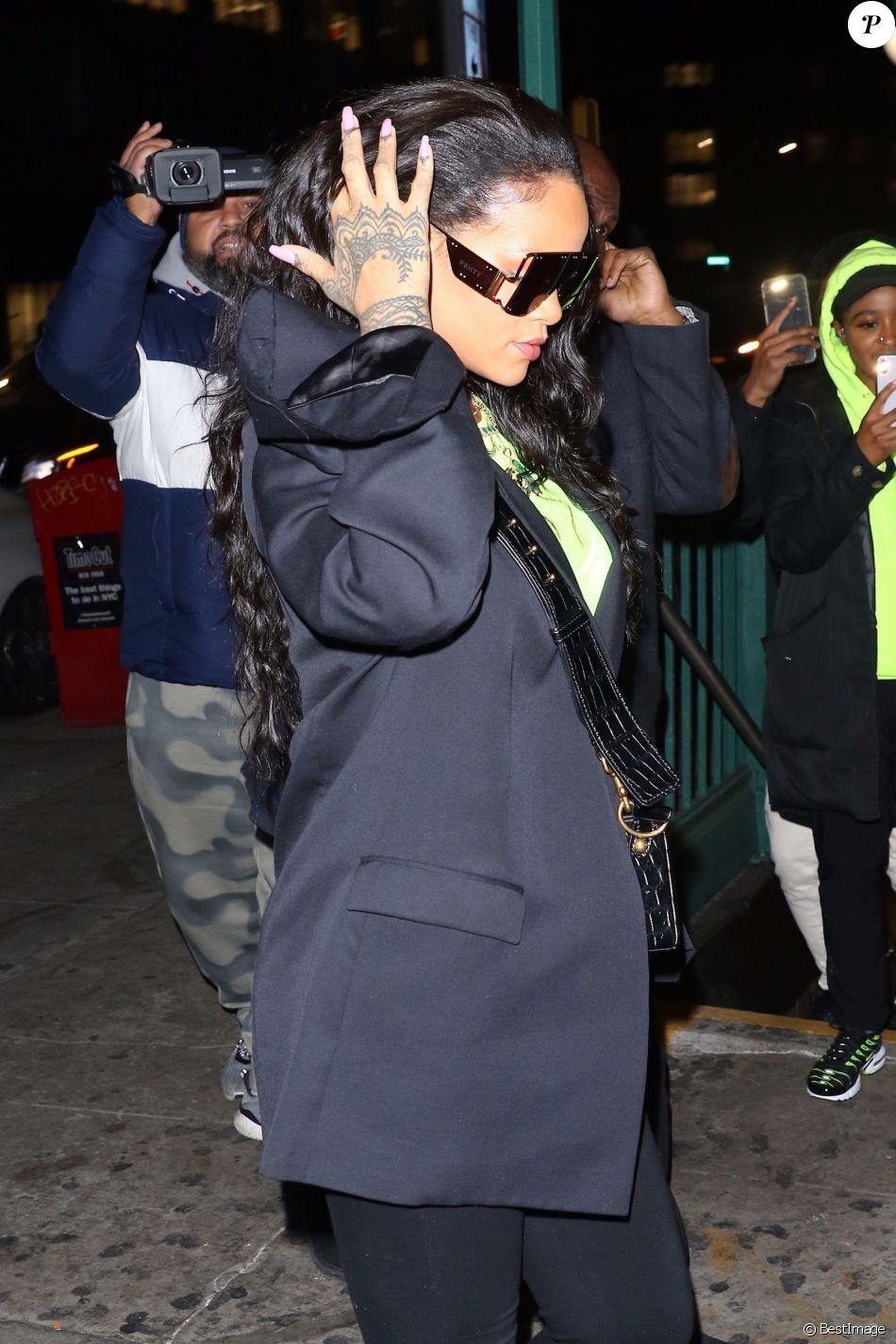 2e73fb97e6d4ff Rihanna arbore des lunettes de soleil XXL à son arrivée au Sound of Brazil  nightclub à New York, le 14 janvier 2019