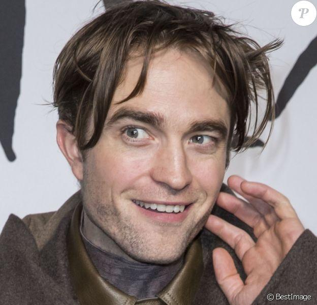 Robert Pattinson lors du photocall du défilé Christian Dior Homme automne hiver 2018/2019 au Champs de Mars à Paris le 18 janvier 2019. © Olivier Borde / Bestimage