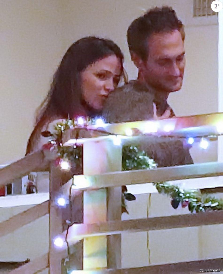 Exclusif - Jennifer Garner et son compagnon John Miller se retrouvent en amoureux à Los Angeles le 7 janvier 2019.