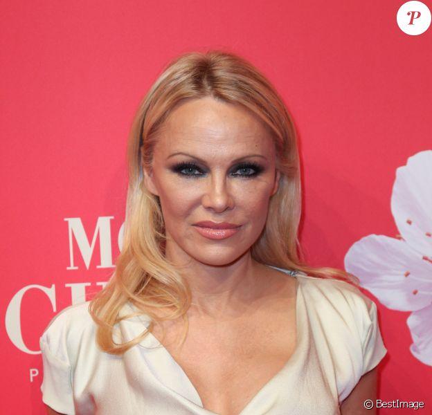 """Pamela Anderson : """"Les plus mauvais amants regardent du porno ..."""