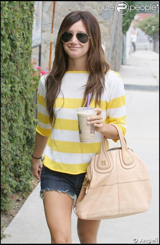 Ashley Tisdale à Santa Monica, le 26 mai 2009