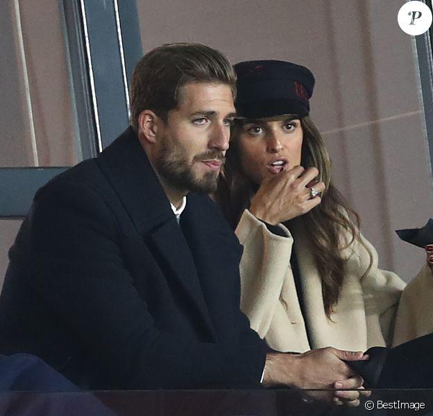 Kevin Trapp et sa fiancée Izabel Goulart dans les tribunes du Parc des Princes lors du match de football de ligue 1 opposant le Paris Saint-Germain (PSG) au Stade rennais FC à Paris, le 27 janvier 2019. Le PSG a gagné 4-1.