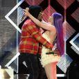 Le rappeur Offset et sa supposée compagne Cardi B chantent sur scène ensemble lors de la soirée 102.7 KIIS FMs Jingle à Inglewood, le 30 novembre 2018