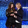 Toni Cornell et Christopher Nicholas Cornell acceptent le Grammy Award de la Meilleure performance de rock au nom de leur père, le défunt Chris Cornell, aux 61e Grammy Awards. Los Angeles, le 10 février 2018.