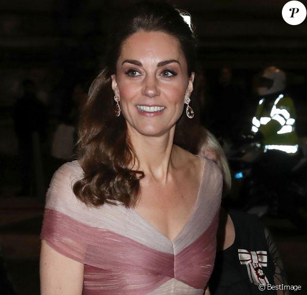 """Catherine (Kate) Middleton, duchesse de Cambridge assiste au dîner de gala """"100 Women in Finance"""" au profit des écoles pour la santé mentale au Victoria and Albert Museum de Londres, Royaume Uni, le 13 février 2019."""