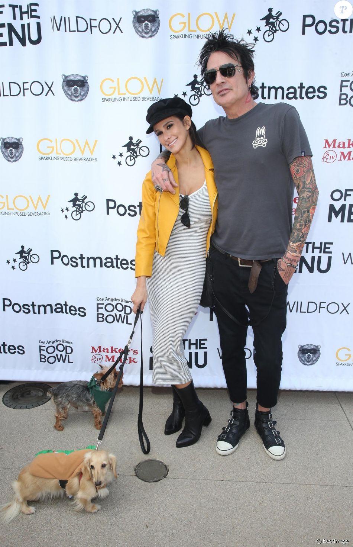Brittany Furlan et son fiancé Tommy Lee à la journée Off The Menu x Postmates: Secret Burger Showdown au Wallis Annenberg Center à Beverly Hills, le 26 mai 2018.