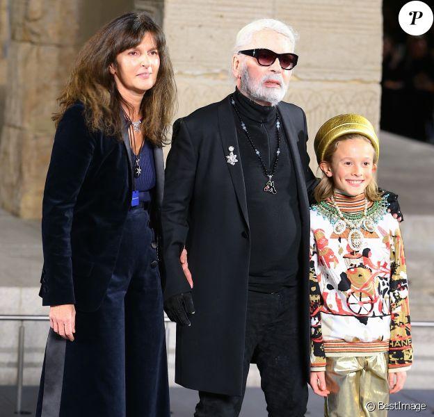 Virginie Viard, Karl Lagerfeld et Hudson Kroening - Défilé de mode The Chanel Croisiere au Metropolitan Museum à New York, le 4 décembre 2018