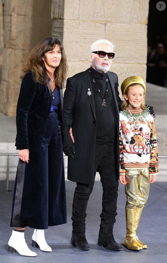 1daa21f17727 Virginie Viard, Karl Lagerfeld et Hudson Kroening - Défilé de mode The  Chanel Croisiere au