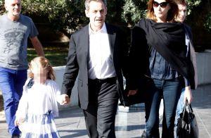 Carla Bruni-Sarkozy en vacances, fière de sa petite Giulia à l'aise sur les skis
