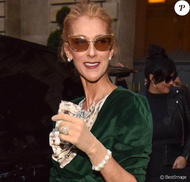 Celine Dion sort de l'hôtel de Crillon pour se rendre à un rendez-vous dans Paris le 25 janvier 2019.