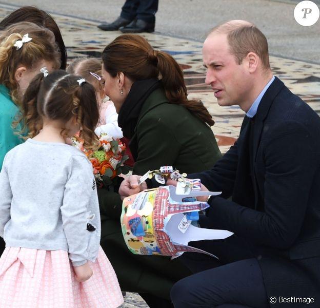 """Le prince William, duc de Cambridge, et Kate Catherine Middleton, duchesse de Cambridge, à la sortie de la """"Blackpool Tower"""" à Blackpool. Le 6 mars 2019"""