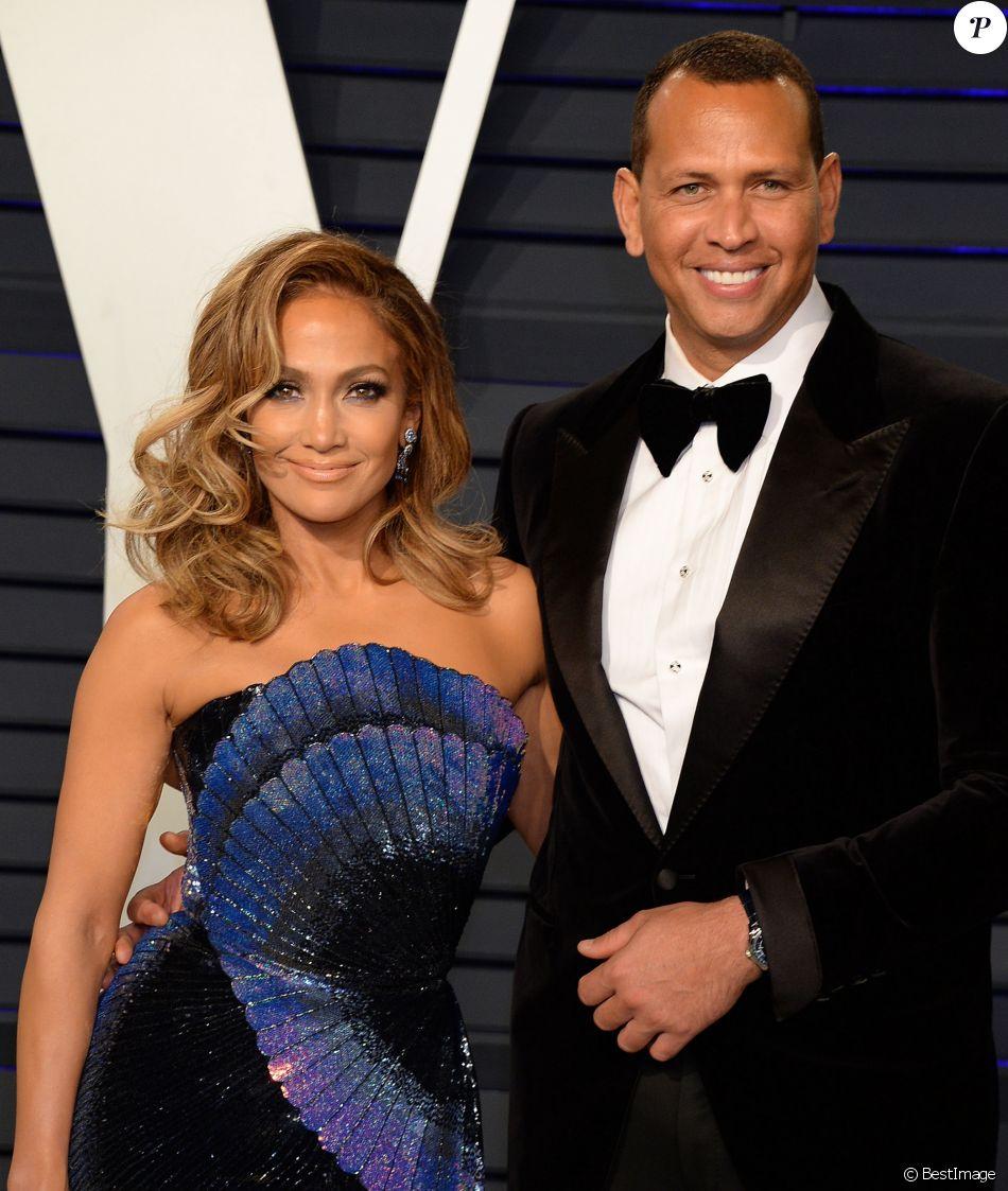 Jennifer Lopez et son compagnon Alex Rodriguez à la soirée Vanity Fair Oscar Party à Los Angeles, le 24 février 2019.