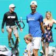 Novak Djokovic avec son fils Stefan au Hard Rock Stadium à Miami le 23 mars 2019, au lendemain de sa victoire contre Tomic pour son entrée en lice dans le Masters 1000 de Miami.