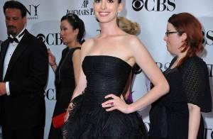 Anne Hathaway, Gina Gershon, Jane Fonda et toutes les stars... au top de l'élégance pour les Tony Awards !