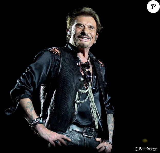 Exclusif - Johnny Hallyday sur scène lors de son premier concert, à Nîmes le 2 juillet 2015.