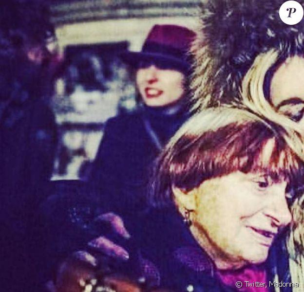 Agnès Varda et Madonna, place de la République à Paris le 9 décembre 2015.