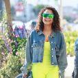 Exclusif - Christina Milian arbore un look fluo lors d'une virée shopping avec des amies chez Lole à Los Angeles, le 30 janvier 2019.