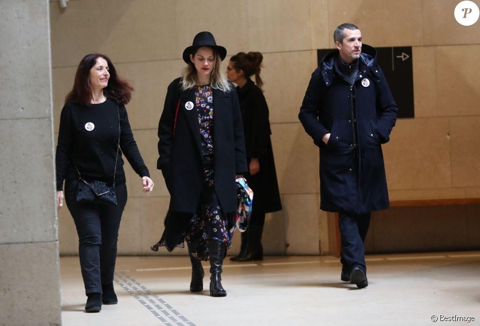 Marion Cotillard et son compagnon Guillaume Canet - Hommage à Agnès Varda à la Cinémathèque française avant ses obsèques au cimetière du Montparnasse à Paris le 2 avril 2019.
