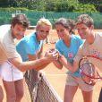 Bertrand, Elodie Gossuin, Clémence Castel et son frère, lors du tournoi des personnalités de Roland-Garros qui s'est tenu du 2 au 5 juin 2009 !