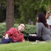 Dès que Jessica Alba tourne le dos... le tueur en série Casey Affleck devient doux comme un agneau avec sa famille !