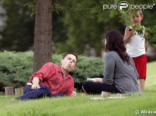 Casey Affleck, sa femme  Summer Phoenix et leurs trois enfants à   Oklahoma City
