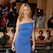 Une robe fendue et des seins qui pointent... la bombe Heather Graham est dans la place !