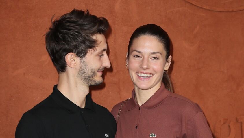 Pierre Niney et sa compagne Natasha Andrews au village lors des internationaux de tennis de Roland Garros à Paris, le 10 juin 2018. © Moreau-Jacovides/Bestimage