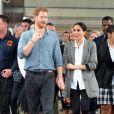 """Le prince Harry, duc de Sussex et sa femme Meghan Markle, duchesse de Sussex (enceinte) visitent le campus de la """"Dubbo Senior School"""" à Dubbo en Australie dans le cadre de leur première tournée officielle, le 17 octobre 2018."""