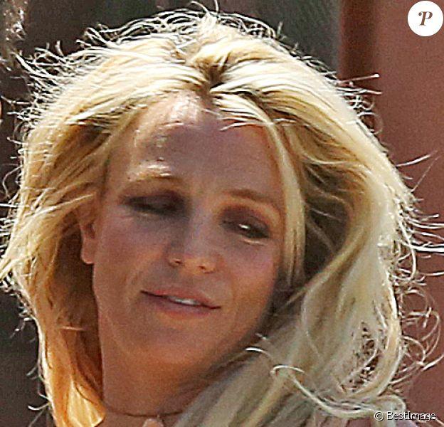 Exclusif - Britney Spears et son compagnon Sam Asghari sortent de leur dîner romantique au restaurant mexicain Sol Y Luna dans le quartier Tarzana à Los Angeles, Californie, Etats-Unis, le 7 mai 2018.