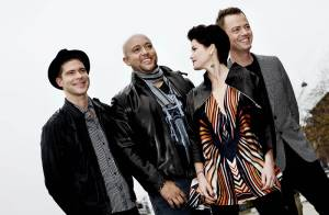 Le groupe Aqua revient plus ''eighties'' que jamais : c'est ultra-kitsch mais ça marche ! Regardez !