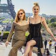 """Jessica Chastain et Sophie Turner au photocall de """"X-Men: Dark Phoenix"""" sur l'esplanade du Trocadéro à Paris, le 26 avril 2019. © Olivier Borde/Bestimage"""