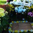 Des fans se recueillent sur la tombe du pilote Ayrton Senna au 23e anniversaire de sa disparition à Sao Paulo au Brésil le 1er mai 2017.