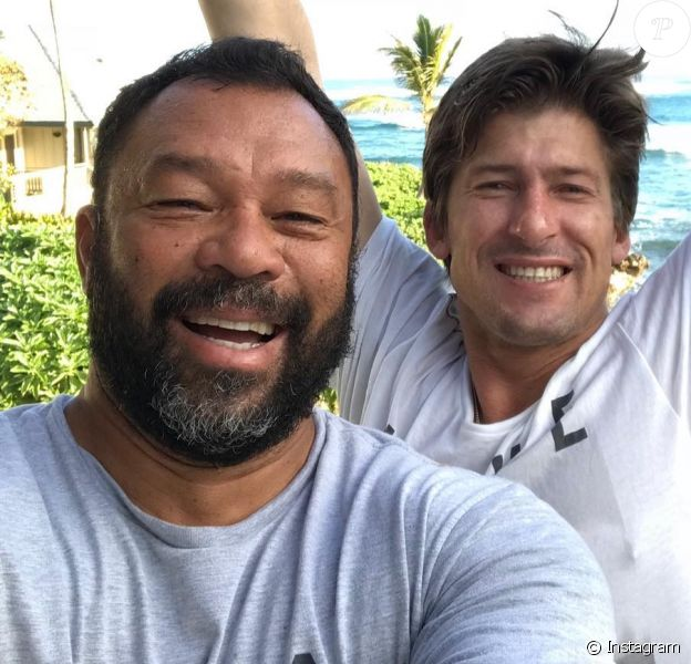 Sunny Garcia avec Bruce Irons, photo Instagram en février 2019. Le 29 avril 2019, la World Surf League a révélé que le surfeur hawaïen et ancien champion du monde (2000) se trouvait hospitalisé en soins intensifs.