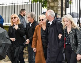 Babette, la femme de Dick Rivers, Pascal Forneri, le fils de Dick Rivers et Micheline Davis, Natala, la fille de Dick Rivers - Obsèques de Dick Rivers en l'église Saint-Pierre de Montmartre à Paris le 2 mai 2019.