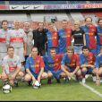 Johnny Hallyday et Laeticia avec tous leurs proches, lors du match de football en faveur de deux associations humanitaires (et de ses 66 ans), au Parc des Princes, le 14 juin 2009 !