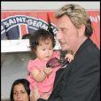 Johnny Hallyday et Joy, lors du match de football en faveur de deux associations humanitaires (et de ses 66 ans), au Parc des Princes, le 14 juin 2009 !