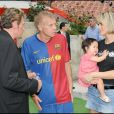 Johnny Hallyday, PPDA, Laeticia et Joy, lors du match de football en faveur de deux associations humanitaires (et de ses 66 ans), au Parc des Princes, le 14 juin 2009 !